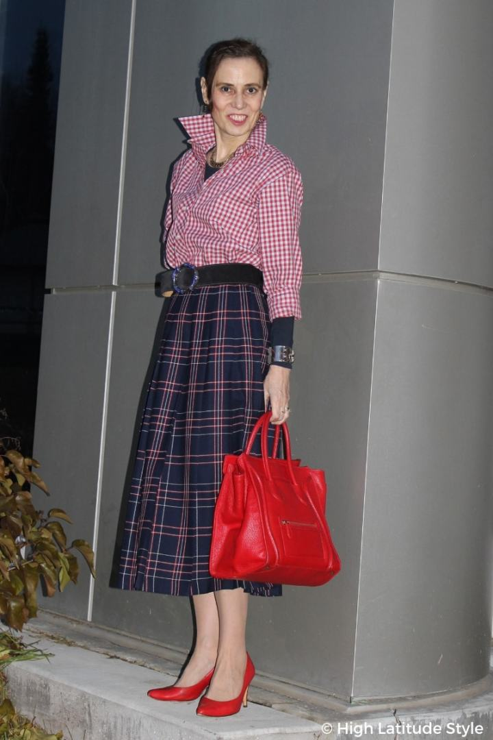 #petitestyle petite woman looking tall in a midi skirt with high heels and accentuates waist using a wide belt
