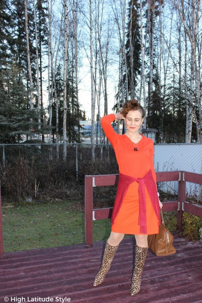 over 50 years old style blogger Nicole in autumn colors with leopard print boots