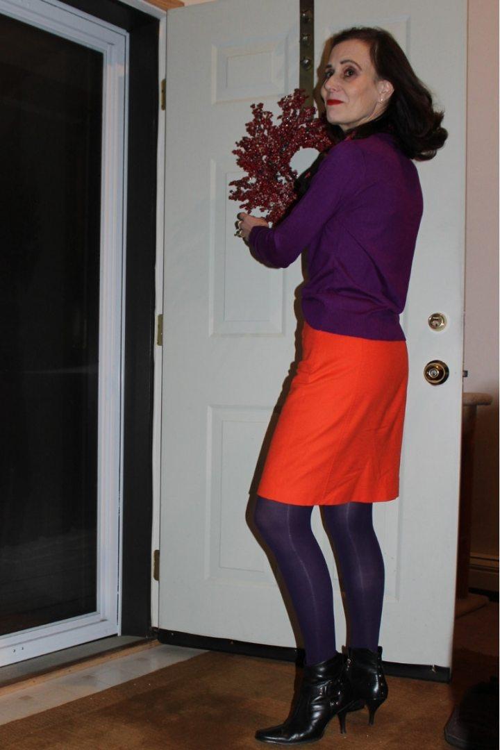 #advancedstyle Nicole putting up holiday decoration