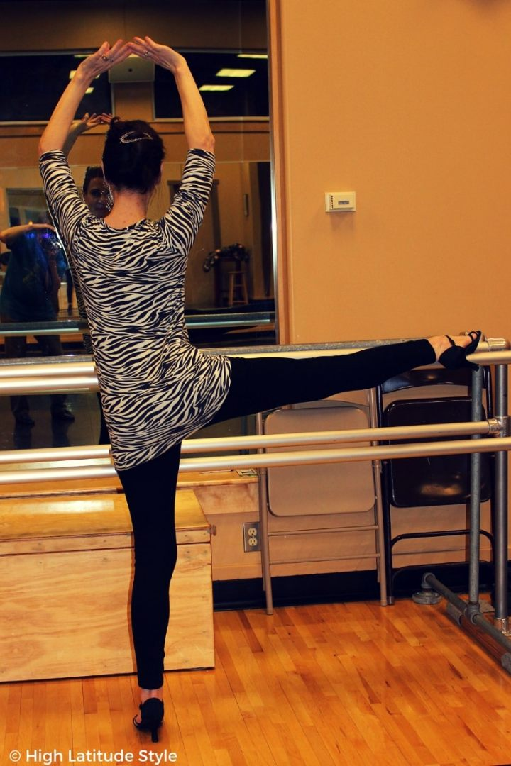 #CoveredPerfectly Nicole styled for the gym in long shirt and leggings