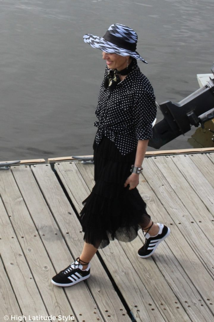 fashion blogger wearing the skirt with sneakers and black and white trends