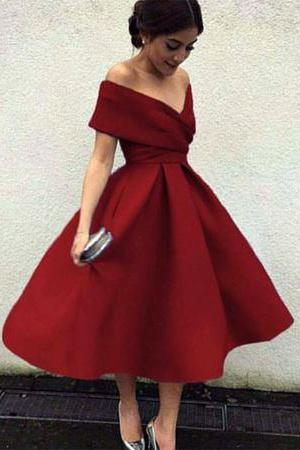 great retro look for a Valentine's ball for mature women #advancedstyle