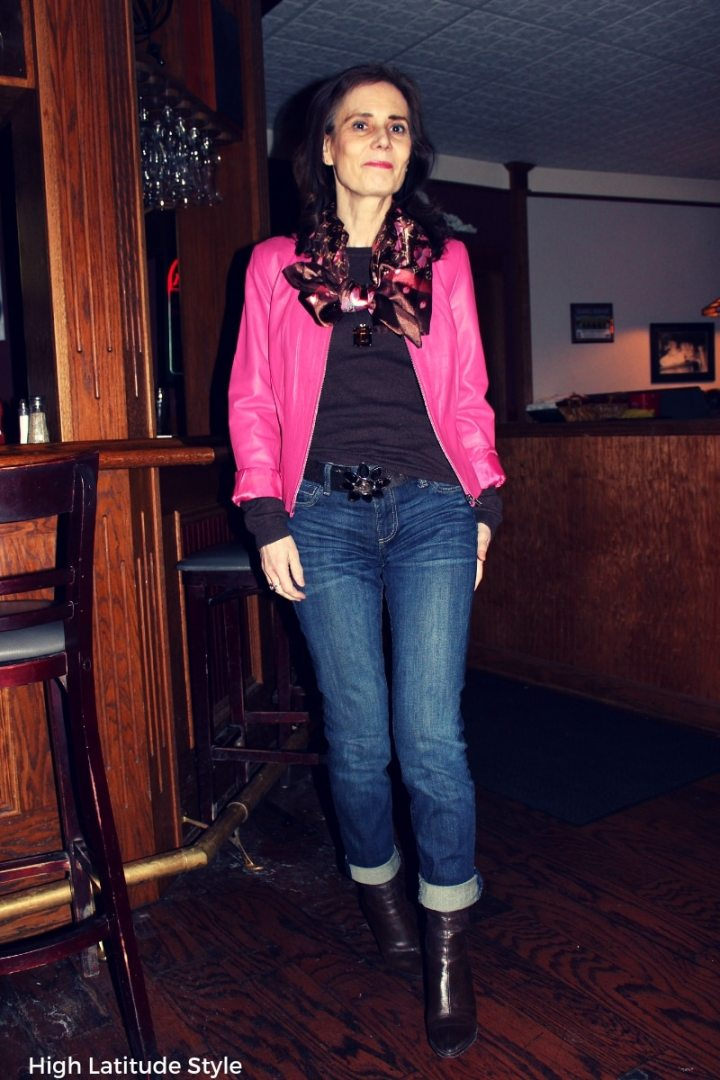 blogger Nicole in business casual look with denim boyfriends and leather jacket