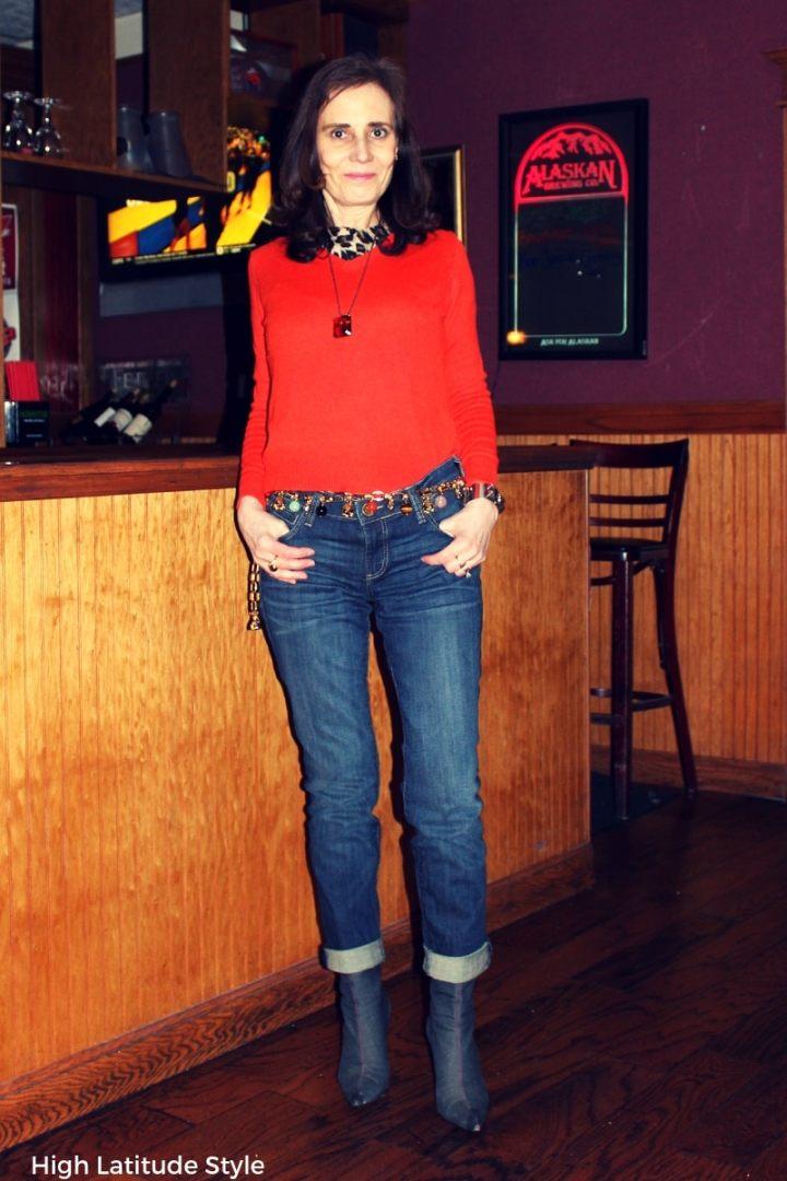 #midlifestyle blogger Nicole in trendy leopard, orange and jean look