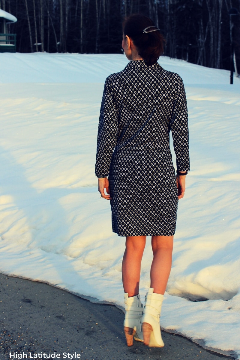 blogger Nicole in pantyhose, white booties, and blue white print dress spring office look