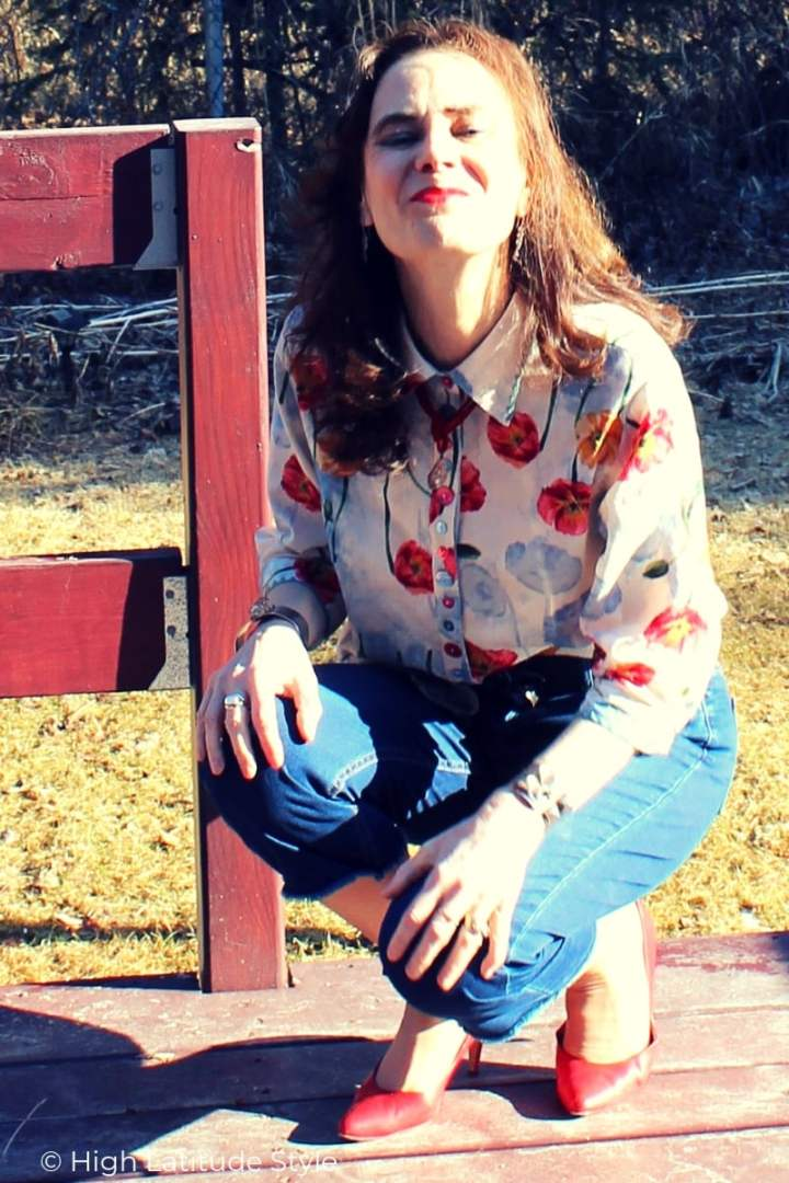 over 50 years old fashion blogger in floral shirt with crochet and button embellishment