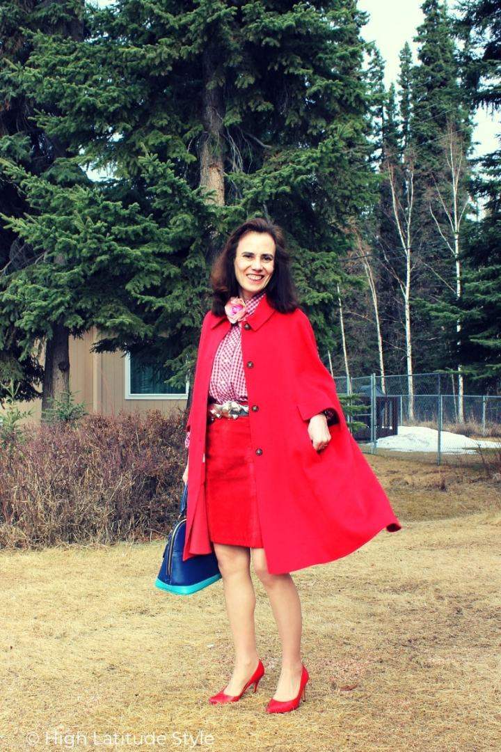 over 50 years old fashion blogger dressed for work with spring cape coat