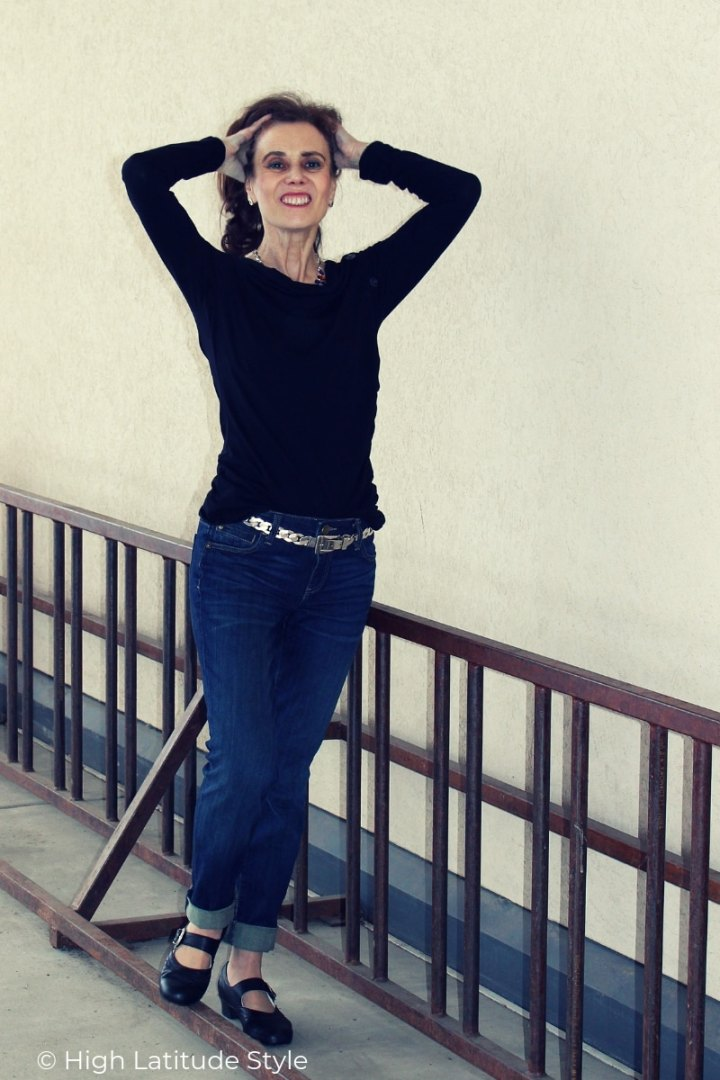 style blogger in weekend casual look of BF jeans, ballet inspired shoes with a long-sleeve T-shirt
