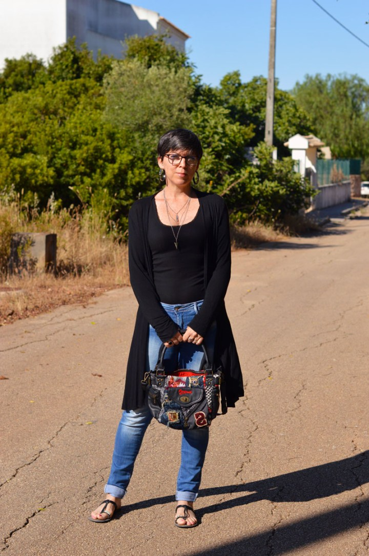 Top of the World Style Winner Suzy Turner in distressed jeans, vest and tee sandals with a cool bag