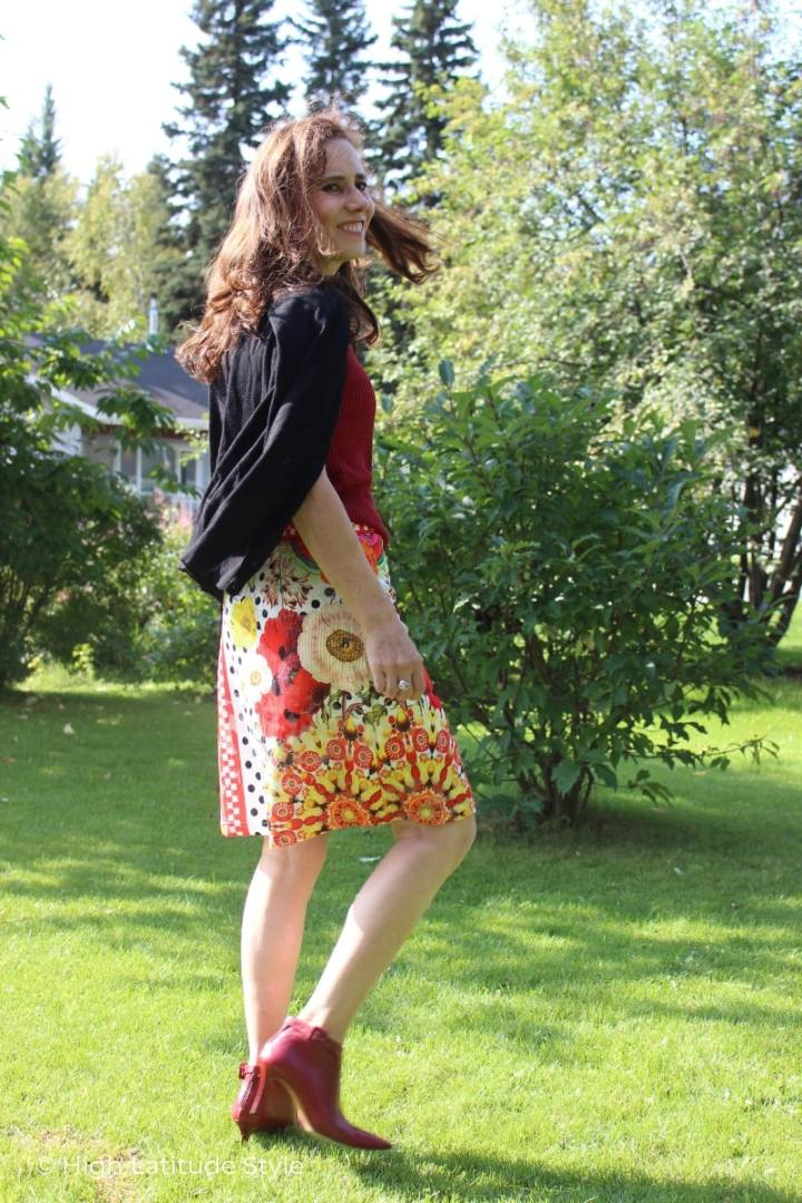 fashion blogger in summer-to-fall transitional look with A line skirt