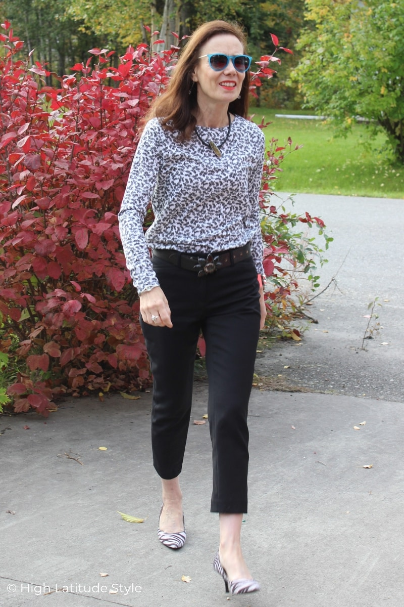 style blogger in black cropped pants and bw print sweater work outfit