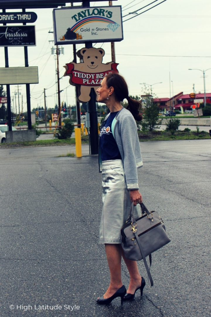 style blogger in silver leather skirt, blue pumps and shirt with gray jacket