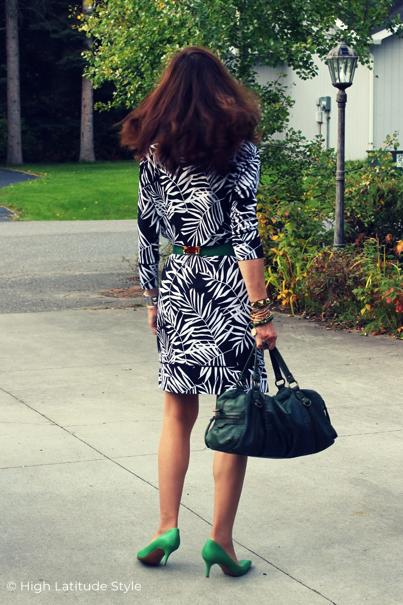 fashion blogger in BW dress with pops of color