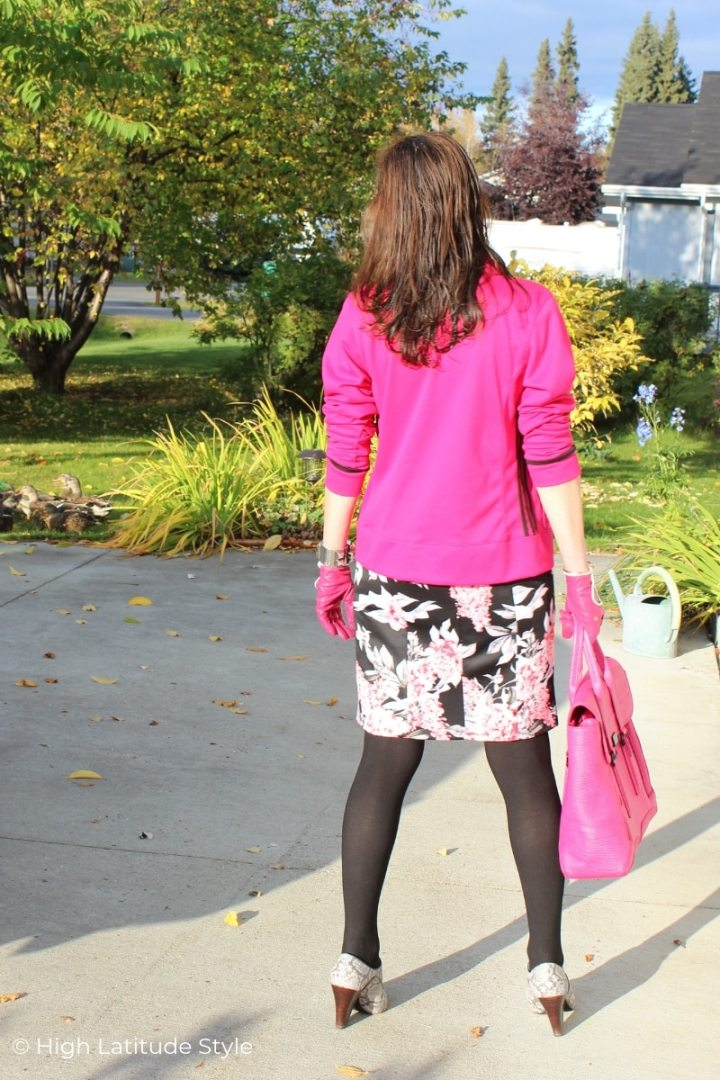 over 50 years old stylist in pink, gray white and black fall outfit
