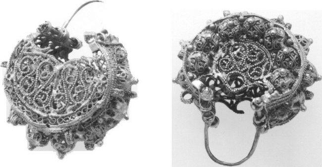 European pair of silver filigran ear jewelry 11th century