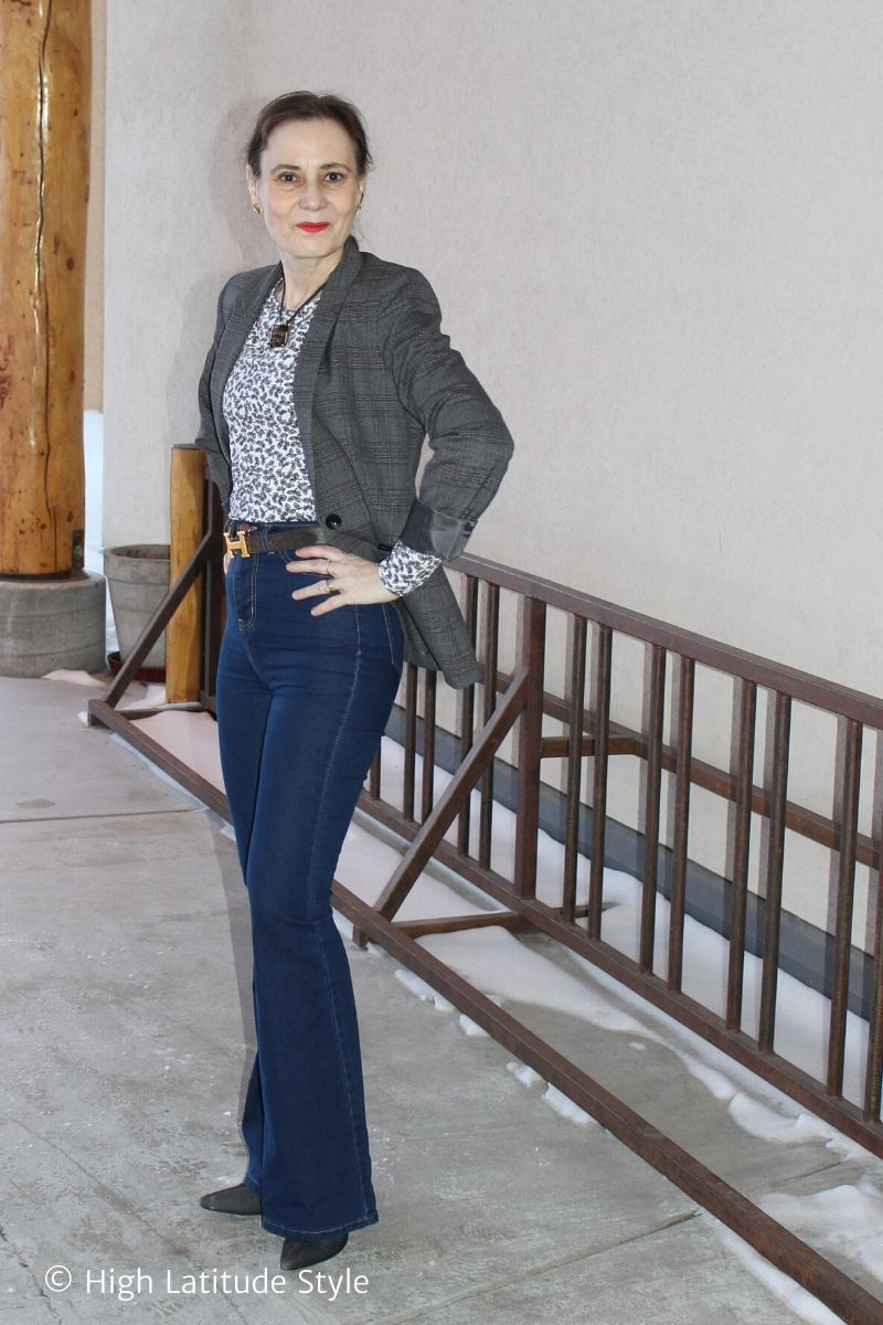 style blogger in jeans and blazer with floral top
