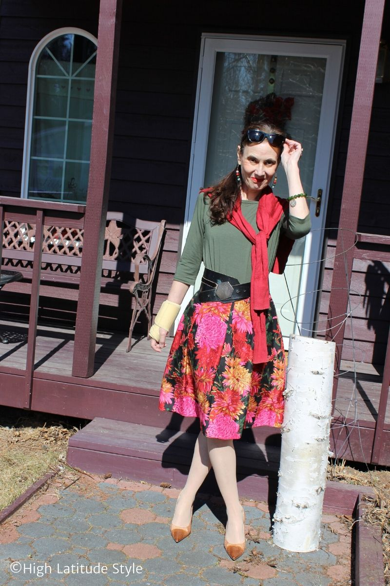 over 50 years old fashion blogger donning flower print skirt-shirt-jacket spring style