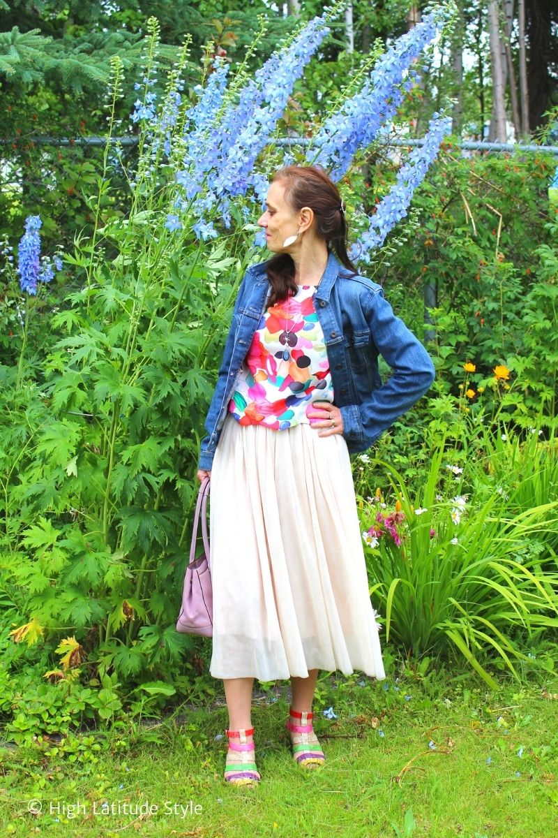 style blogger in jeans jacket, layered bottom, printed top, gladiator sandals