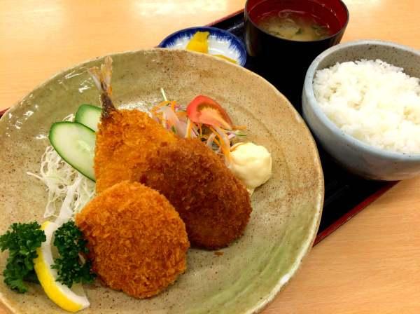 富士川SA下り線ミックスフライ定食850円