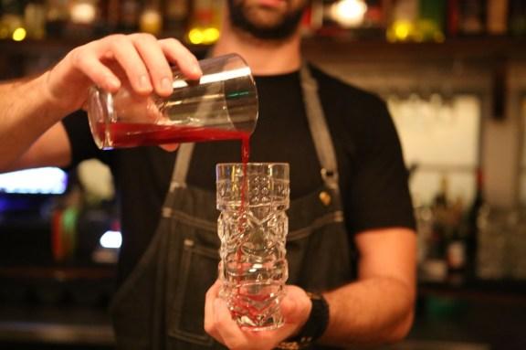 miami-recibe-el-galardonado-bar-employees-only-3
