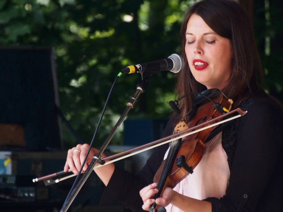 Bella Hardy performs Sunday afternoon during the Celtic Workshop on the Camp Stage at the 56th annual Philadelphia Folk Festival (The High Note/ Shaun R. Smith).