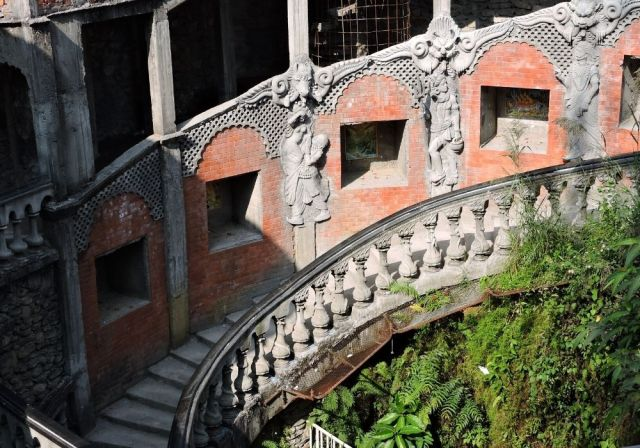 The winding stairs leading to Gupteshwar Mahadev Caves