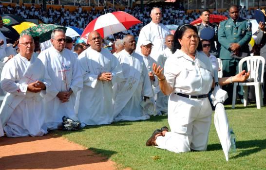 La Iglesia católica celebra día de Corpus Christi con eucaristías en todo el país