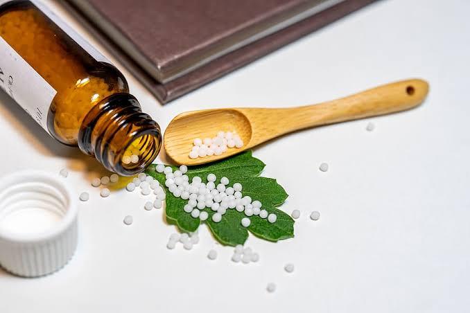 Coronavirus: ministro de la India peligrosamente recomiendan usar homeopatía para prevenir la enfermedad