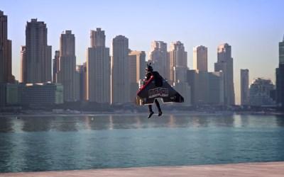 El espeluznante vuelo récord del 'Ironman' de la vida real: 1.800 m de altura en tiempo récord