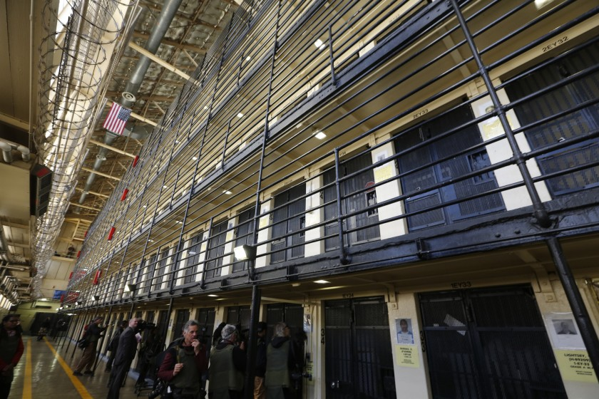 Pro / Con: Should we keep the death penalty?