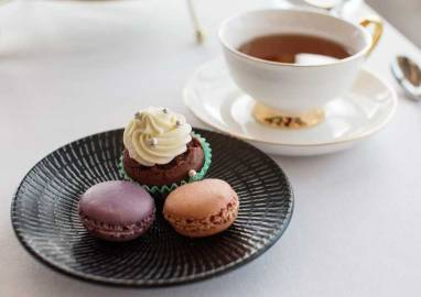 Assorted macarons and mini cupcake