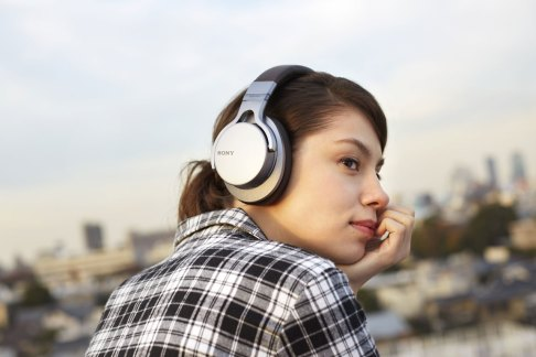 Áudio de alta resolução. Auscultadores MDR-1A, da Sony