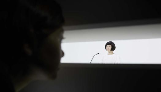 Robôs a trabalhar num museu japonês
