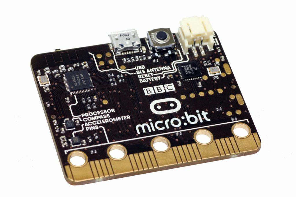 A BBC entregará um micro:bit a cada criança a frequentar o 7º ano no próximo ano letivo