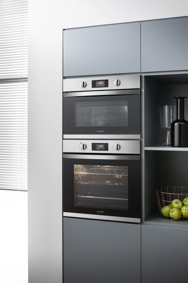 Conjunto completo de cozinha encastrável ARIA, da Indesit