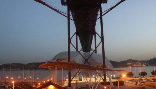 O pilar da Ponte 25 de Abril e as fotografias