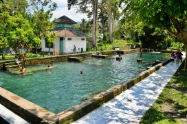 kolam pemandian warga
