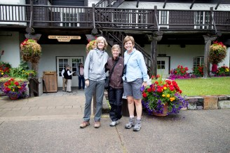 Maria, Kelly and Catherine in front of Lake McDonald Lodge before the Sperry Trail hike. (JP)