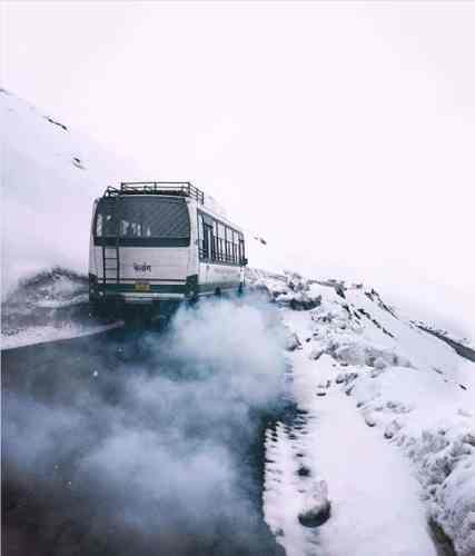 Kaza-hrtc-bus-winters-Hikesdaddy