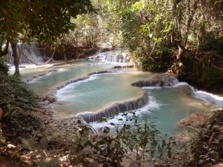 Tad Kuang Xi Wasserfälle - viele kleine Pools laden zum Erfrischen ein