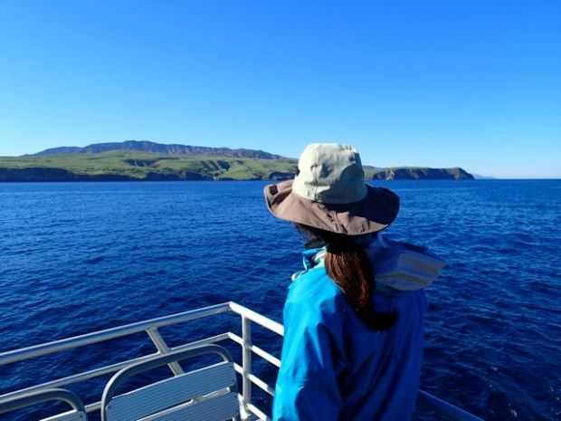 Crossing the channel to Santa Cruz Island; put on an outer shell over my Icebreaker Oasis baselayer