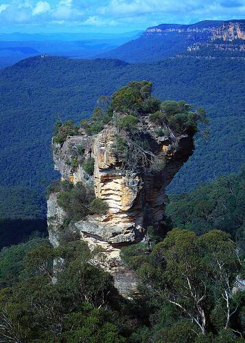 Source: https://www.sydneytoursrus.com.au/tours/blue-mountains/orphan-rock/