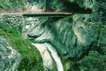 94 005 lr Taroko Gorge (Eastern Taiwan)