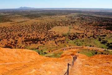 mg 2310 lr Uluru Climb