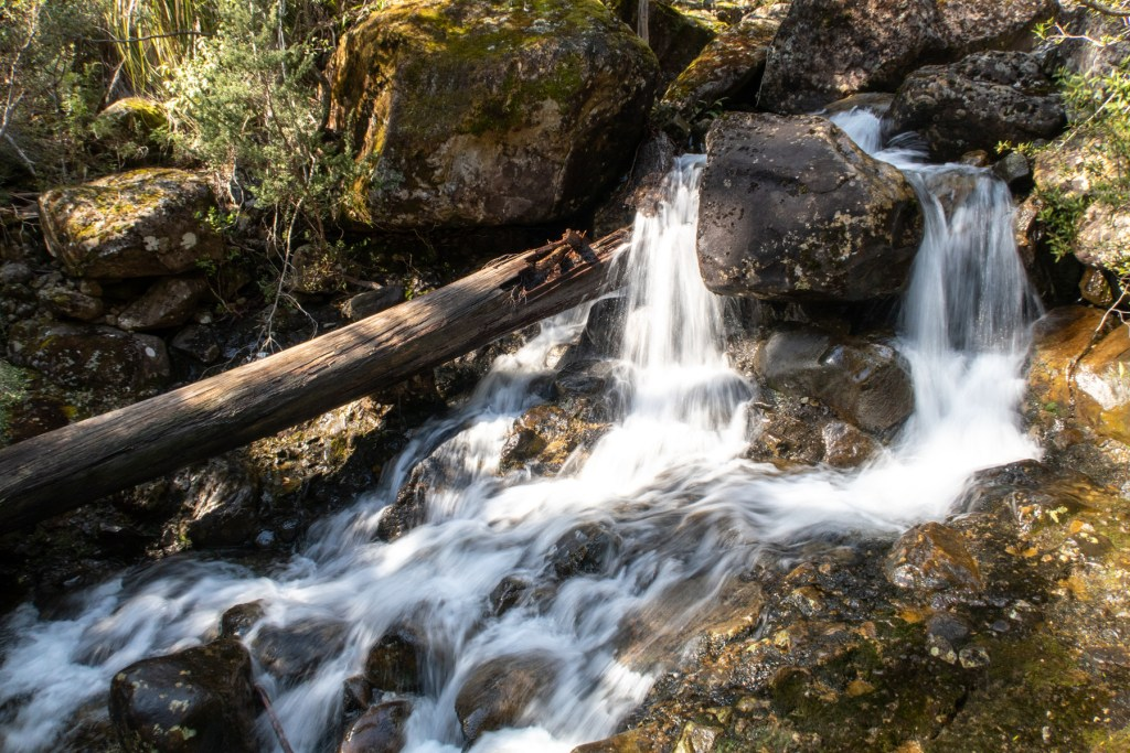 Meander Cascades