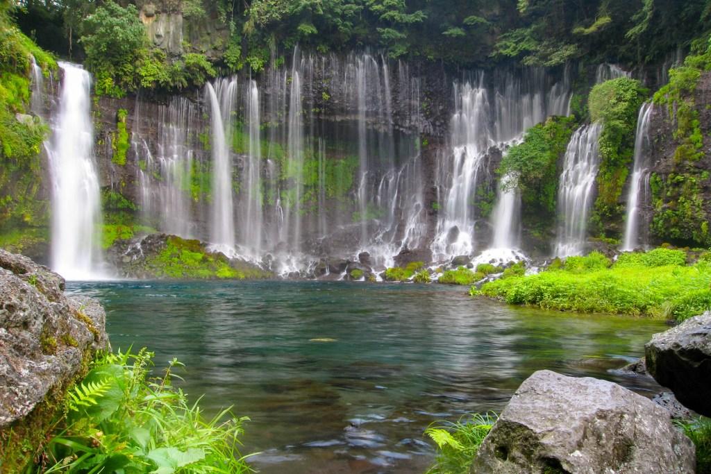 Shiraito Falls (白糸の滝, Shiraito no Taki)
