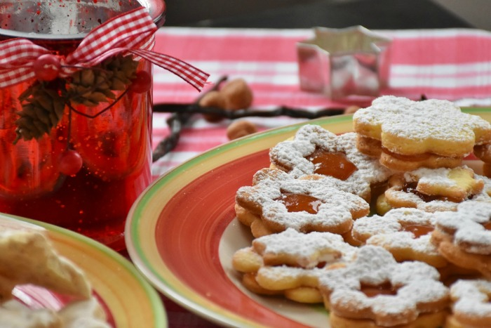 Get to know your neighbors with a neighborhood Christmas brunch!
