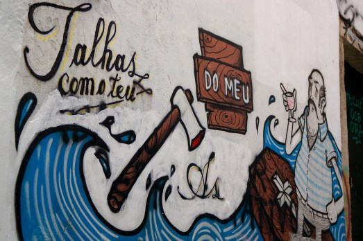 We stumbled upon this graffiti covered street on our way to Castello S. de Jorge