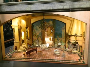 Colleen Moore's Dollhouse