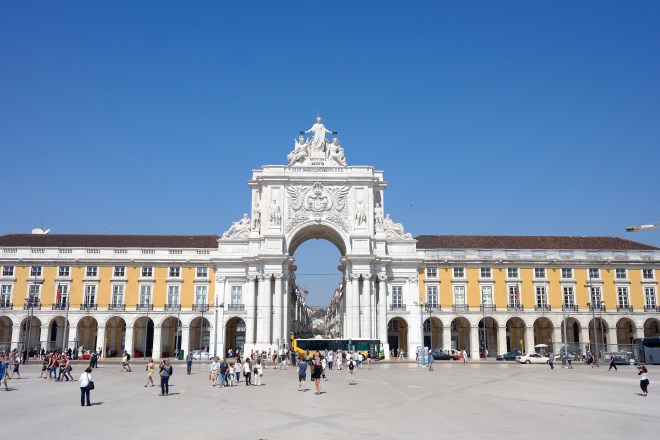 View of the Arch from the Praça do Comércio